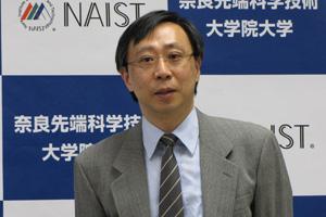 梅田教授の記者発表の様子